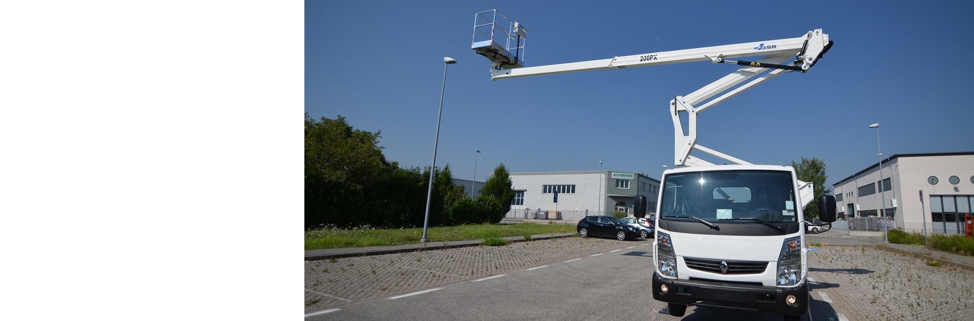 GSR présente une gamme de nacelles avec des hauteurs de travail de 14 à 36 m.